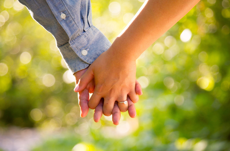 Husband and wife holding hands - Can you be married again after a divorce?