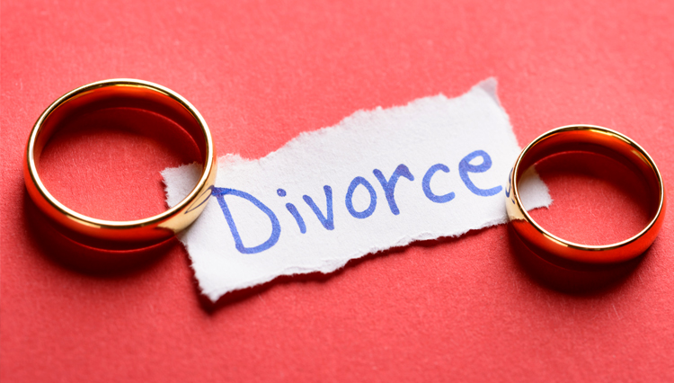 """Picture of marriage rings over paper reading """"divorce"""""""